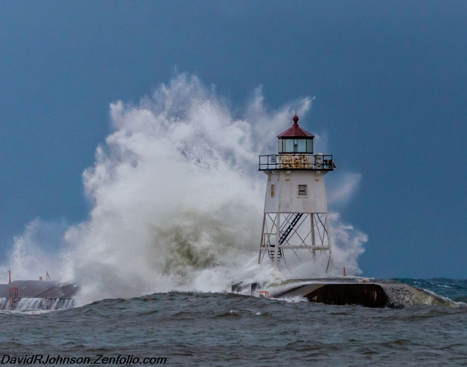 david-johnson-dec_-26-big-waves-blasting-the-lighthouse