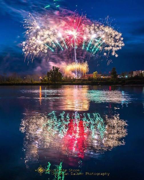 Fireworks in Agate Bay bu Christian Dalbec.