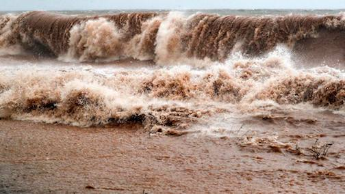 Crashing Brighton Beach by Clint Austin, Duluth News-Tribune.