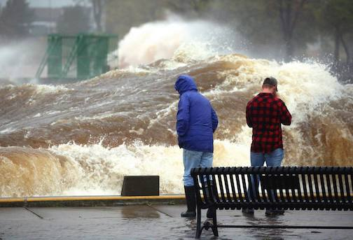 Wave thundering through the ship canal in Duluth by Steve Kuchera, Duluth News-Tribune.