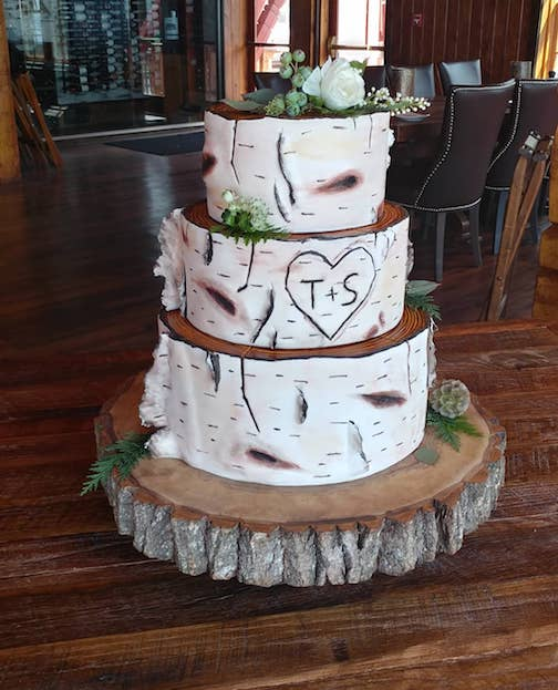 Wedding cake by Hana Crosby.