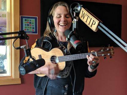 Singer/songwriter Mary Bue talks about her music and plays a few songs from her new CD.