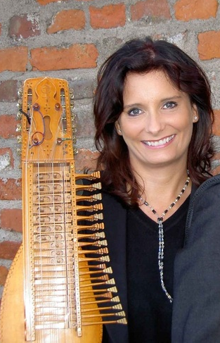 Master Swedish song instructor Cajsa Ekstav will teach a series of virtual song workshops at noon on Sundays in January.