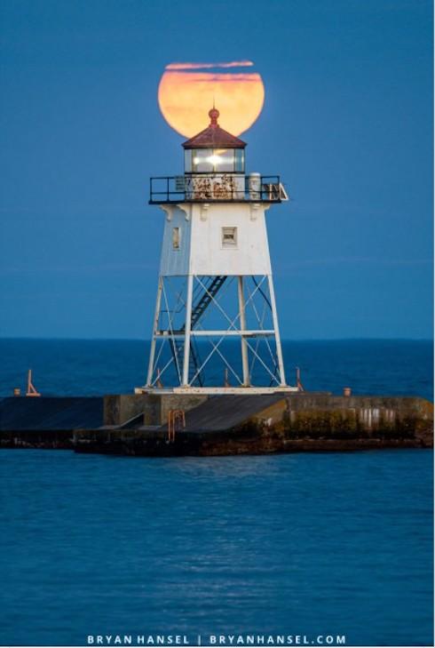 A full moon by Bryan Hansel.